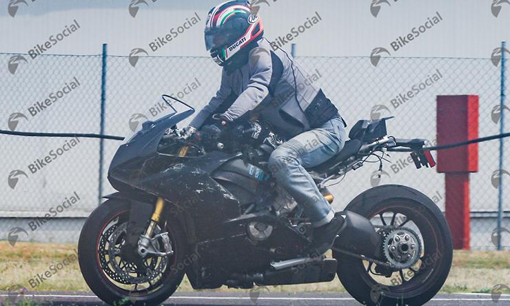 DucatiV4_shot1.jpg