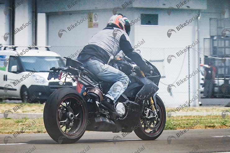 DucatiV4_shot2.jpg